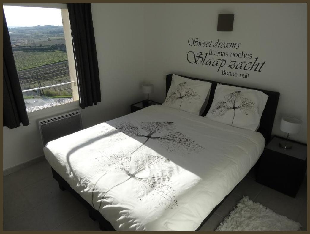 Slaapkamer met prachtig vergezicht op de wijngaarden van Rasteau